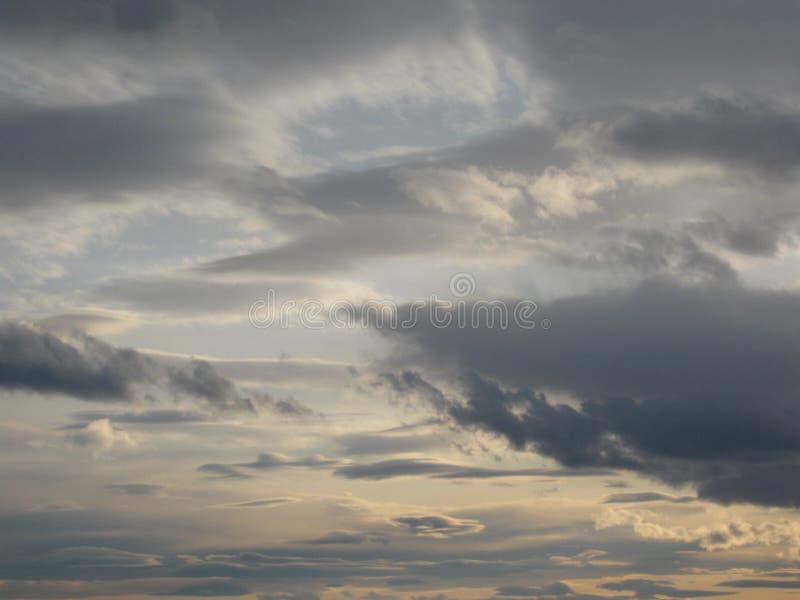 Download драматическое небо стоковое изображение. изображение насчитывающей плохой - 41655291