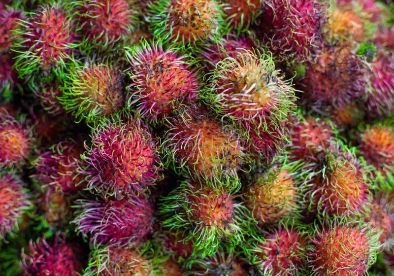 Рамбутан Сладкий экзотический тропический плод t Азия, Вьетнам, продовольственный рынок стоковые изображения