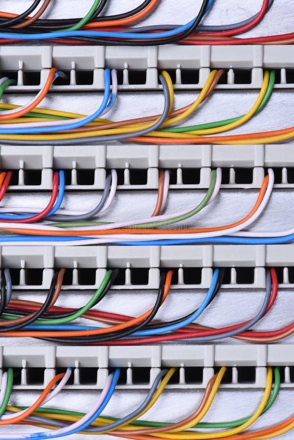 Рамка главного распределения радиосвязи с кабелями стоковая фотография rf