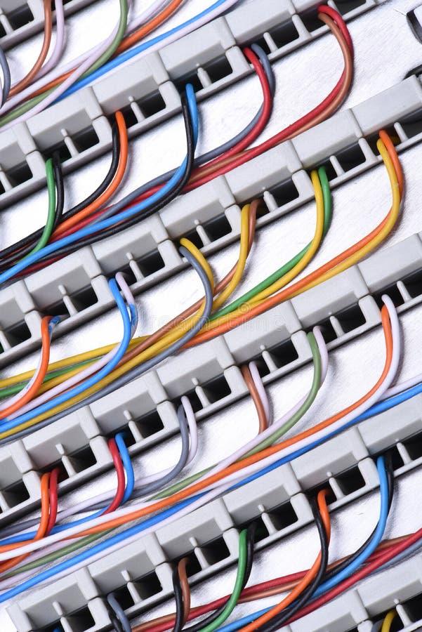 Рамка главного распределения радиосвязи с кабелями стоковые изображения rf
