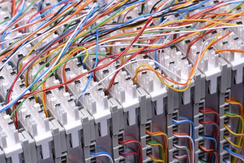 Рамка главного распределения радиосвязи с кабелями стоковое изображение rf
