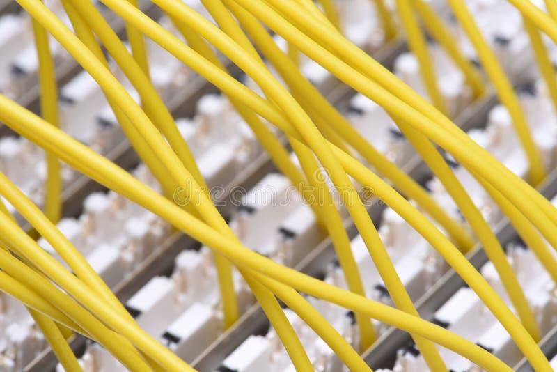 Рамка главного распределения радиосвязи с красочными кабелями стоковые фото