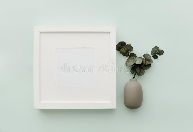Рамка модель-макета Нейтральная минималистская сцена положения квартиры стоковые изображения rf