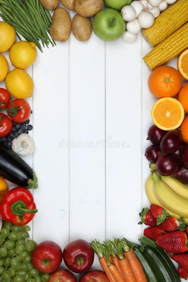 Рамка от овощей и плодоовощей как томат, яблоко, апельсин с стоковые изображения