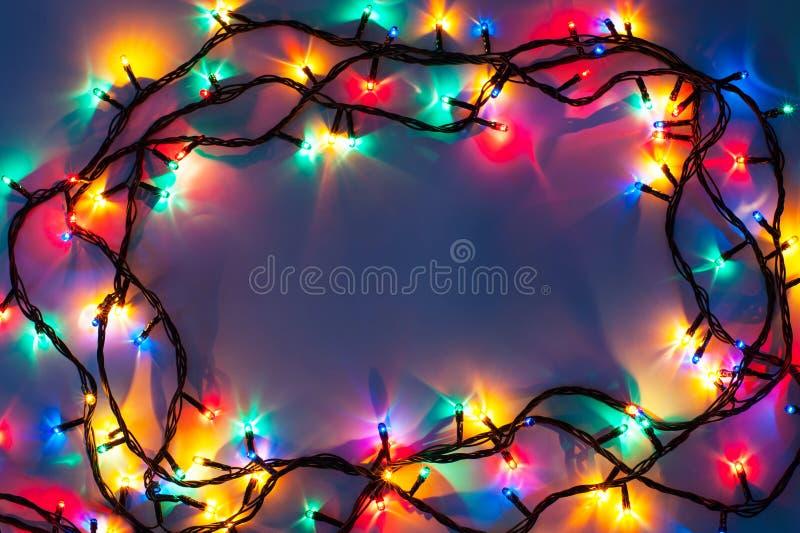 Download Рамка светов рождества на синем Стоковое Фото - изображение насчитывающей конспектов, рождество: 81813262