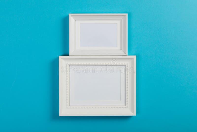 Рамки на голубой предпосылке стоковые фотографии rf