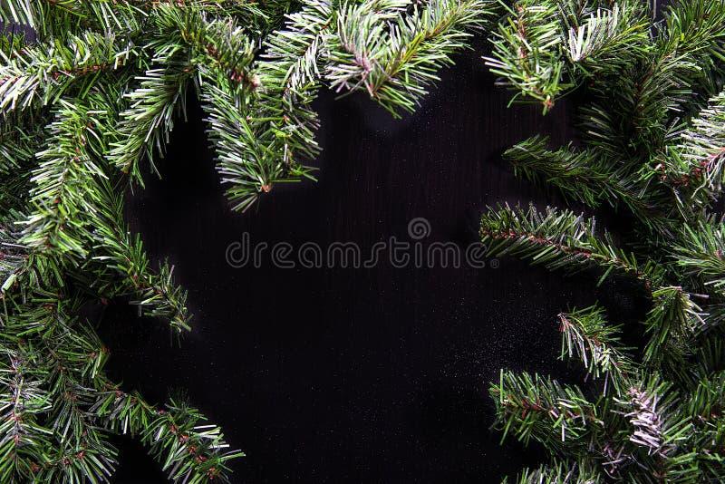 Рамки рождества зеленые изолированные на черной предпосылке стоковые изображения rf