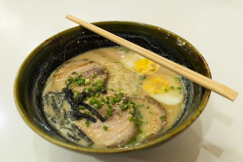 Рамэны в японском местном ресторане стоковое фото
