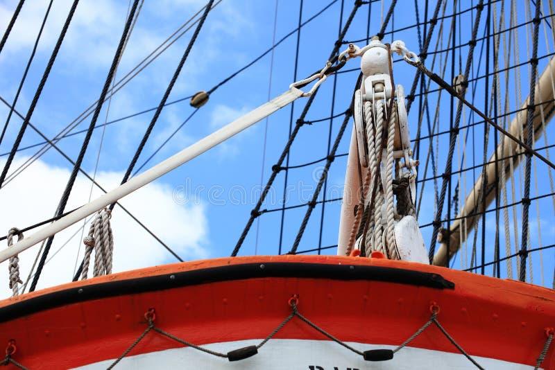 Рангоуты и веревочка корабля sailing. стоковое изображение rf