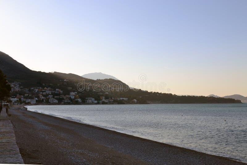 Раннее утро на пляже стоковые изображения