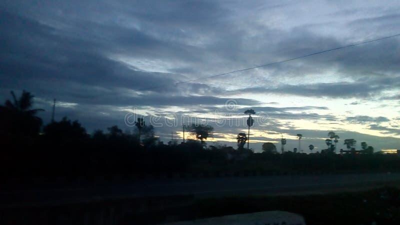 Рано утром взгляд дороги стоковые изображения