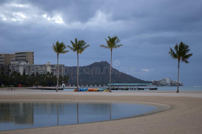 Рано утром на пляже waikiki стоковая фотография rf