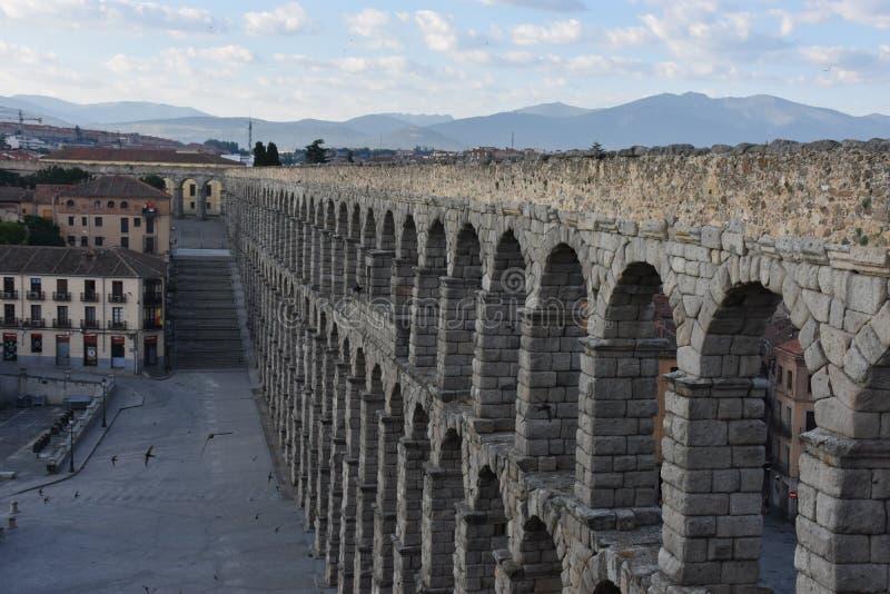 Рано утром осмотрите мост-водовод Сеговию, Испанию стоковое фото rf