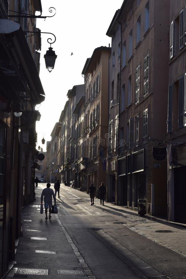 Рано утром en Провансаль Франция AIX тихой улицы стоковое фото