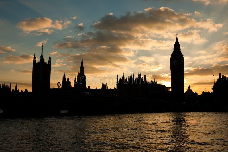 расквартировывает заход солнца парламента стоковые фото