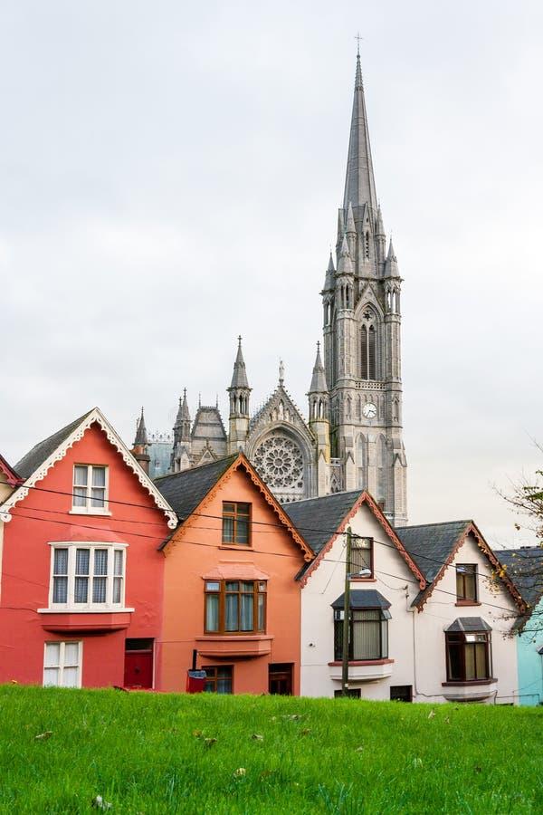 расквартировывает terraced Cobh, Ирландия стоковое фото