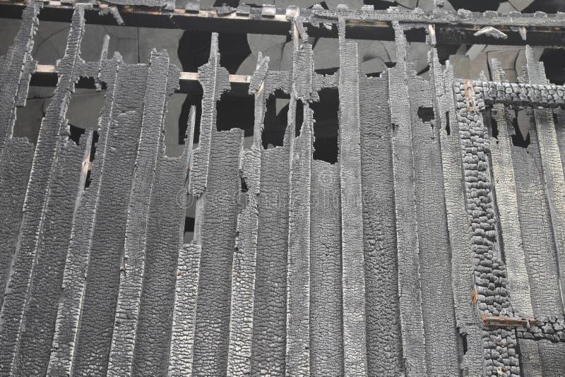 Расквартируйте пожар Деталь отображает пожарище от дома стоковая фотография rf