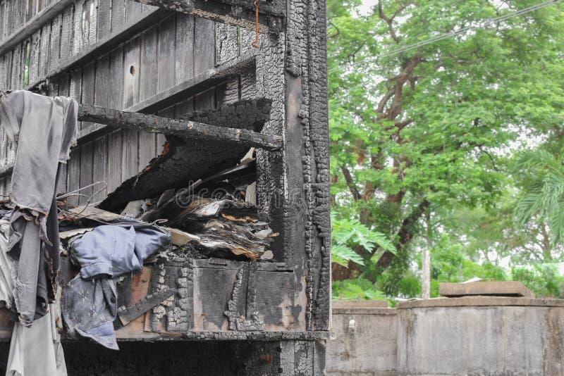 Расквартируйте пожар Деталь отображает пожарище от дома стоковое изображение rf