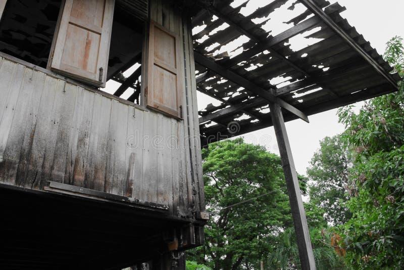 Расквартируйте пожар Деталь отображает пожарище от дома стоковое фото