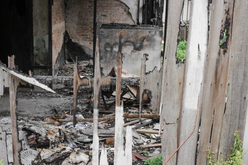 Расквартируйте пожар Деталь отображает пожарище от дома стоковое изображение