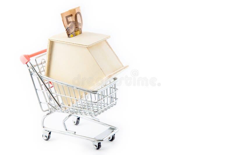 Расквартируйте форменный денежный ящик в магазинную тележкау стоковая фотография
