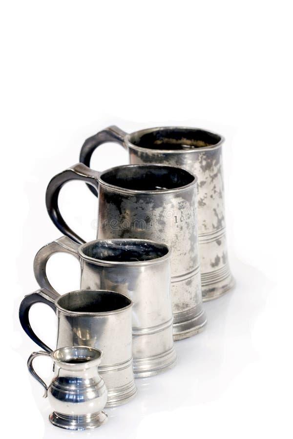 раскосная линия измерение mugs певтер стоковое изображение