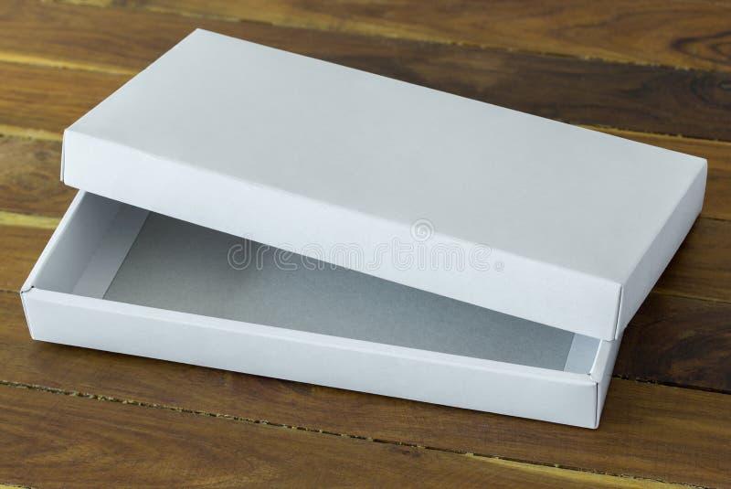 Раскройте белый модель-макет коробки пакета картона стоковое изображение