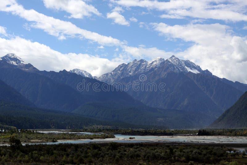 Раскройте взгляд тибетской долины стоковое фото rf