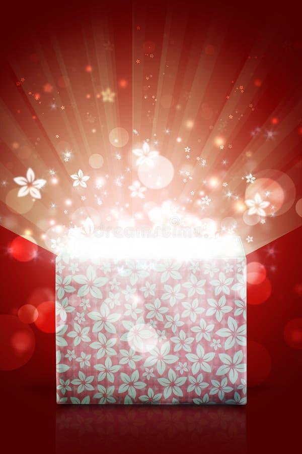 Раскройте волшебную подарочную коробку с красной предпосылкой стоковое фото