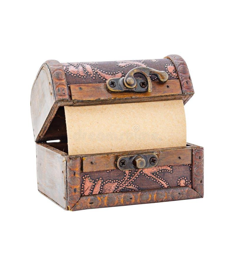 Раскройте деревянный комод с чистым листом бумаги стоковое фото rf