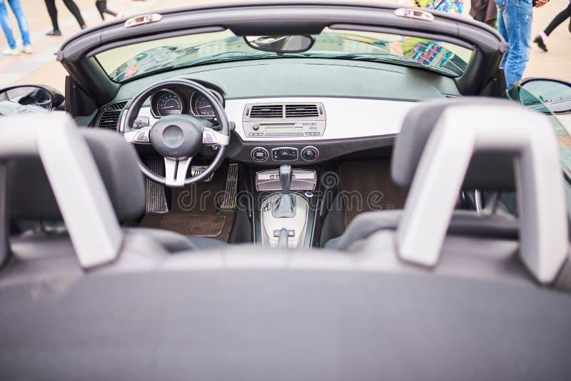 Раскройте интерьер автомобиля спорт стоковая фотография