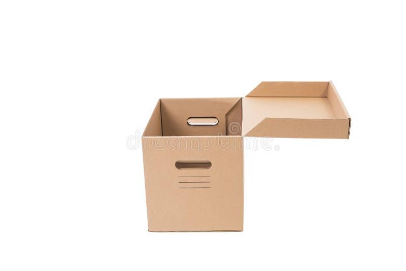 Раскройте коробку коричневого картона бумажную изолированную на белой предпосылке стоковое изображение