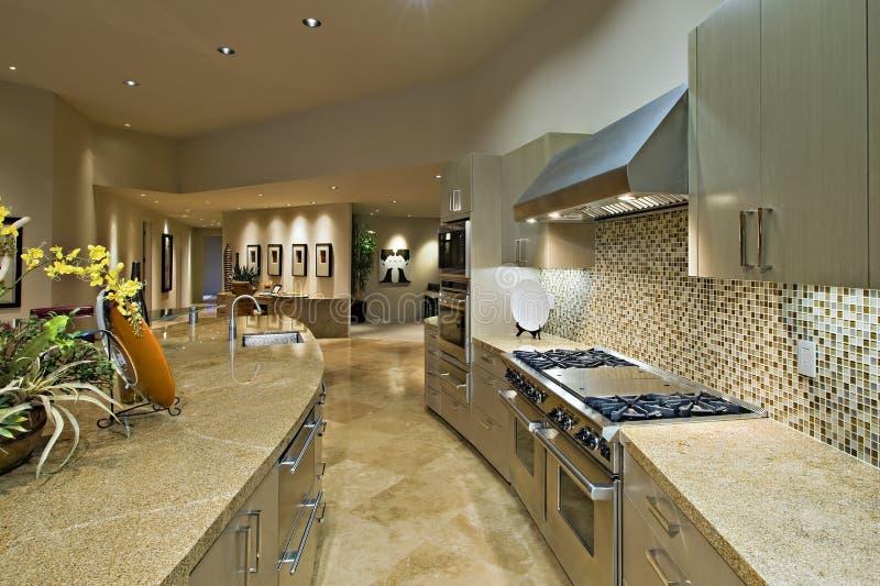 Раскройте кухню плана с живущей комнатой стоковые фотографии rf