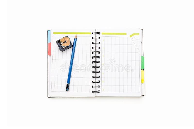 Раскройте план-график с связывателем и карандашем кольца стоковые изображения