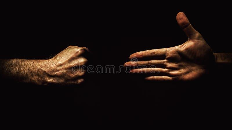 Раскройте руку и кулачок стоковое фото