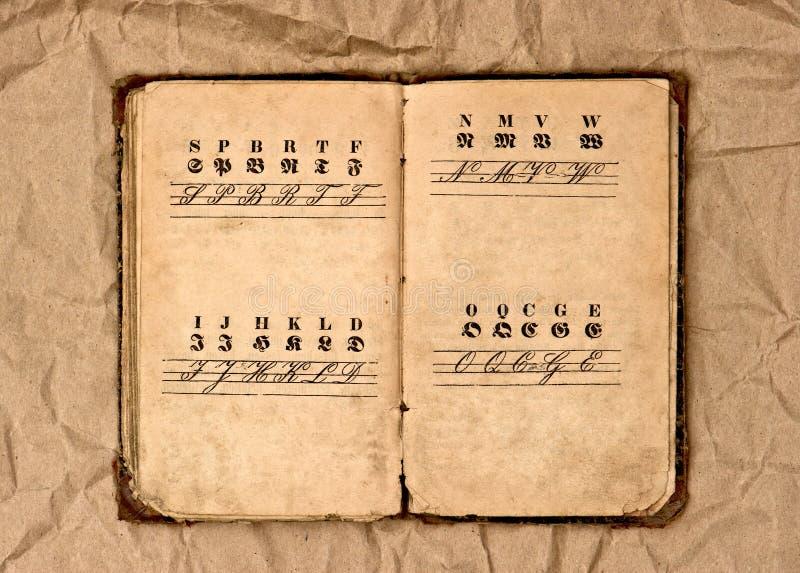 Раскройте старую книгу алфавита сбора винограда стоковые изображения rf