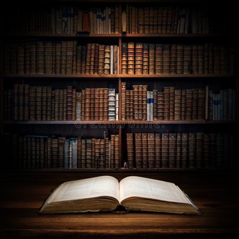 Раскройте старую книгу на предпосылке книжных полок Селективный фокус стоковые изображения rf