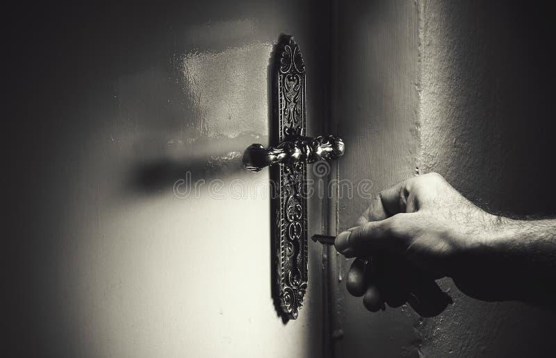 Раскрывать дверь стоковые фото