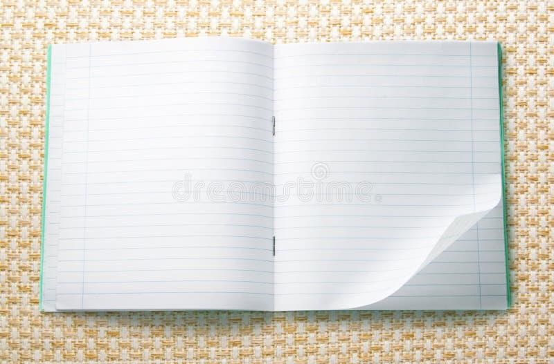 раскрытая пустая тетрадь стоковая фотография