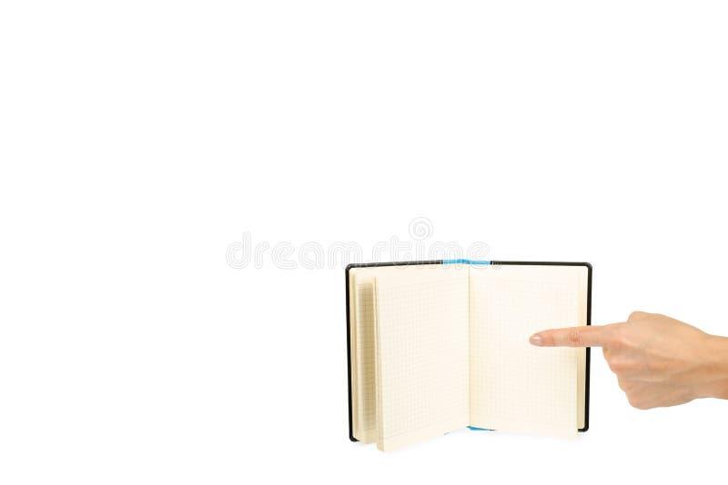 Раскрытая черная тетрадь при рука, изолированная на белой предпосылке, шаблон космоса экземпляра стоковые изображения
