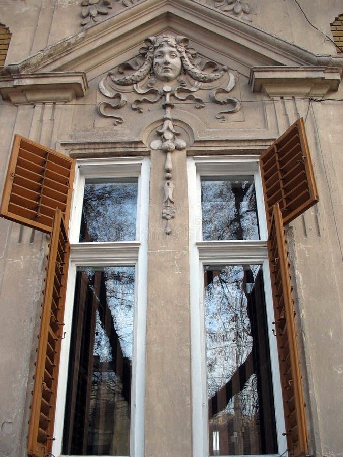 раскрытые окна стоковые фото
