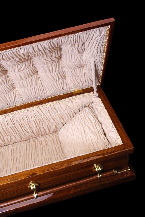 раскрытый гроб стоковое фото