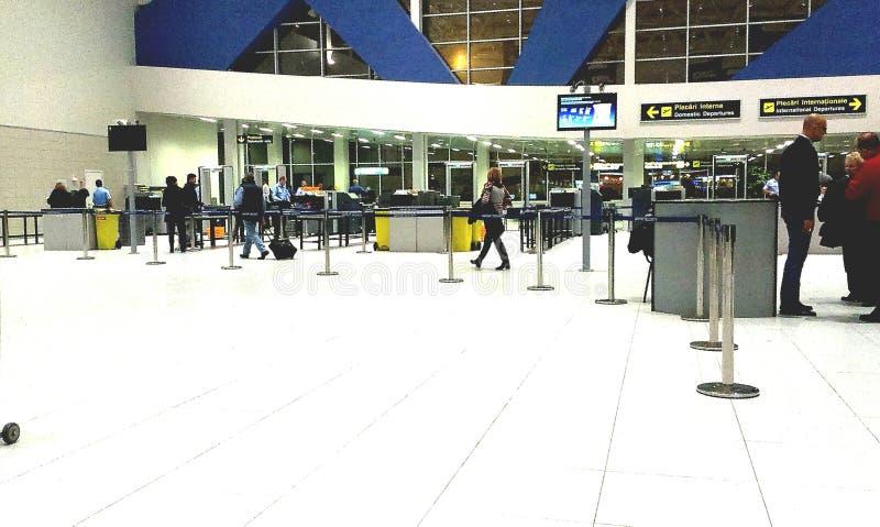 Расмки металлоискателя в авиапорте Henri Coanda стоковые изображения