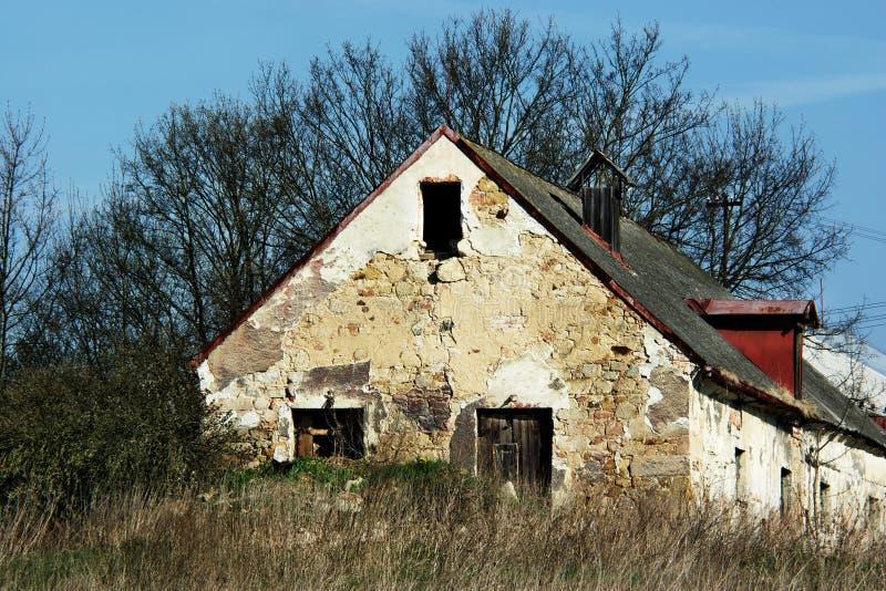 распадаясь дом стоковые изображения rf