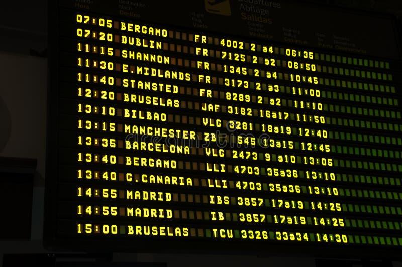 Расписание в международном аэропорте стоковое изображение rf