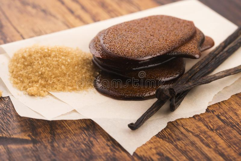Расплавленная карамелька желтого сахарного песка с ванилью стоковая фотография