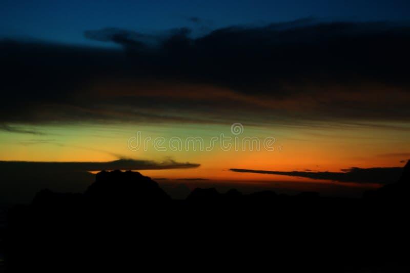 Расплывчатая красочная предпосылка неба Красивая предпосылка взгляда цветов неба Абстрактное небо на волшебной предпосылке часов  стоковое фото