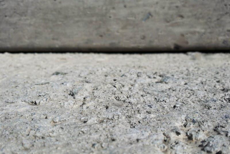 Расплывчатая серая предпосылка цемента для текста продуктов дисплея стоковая фотография rf