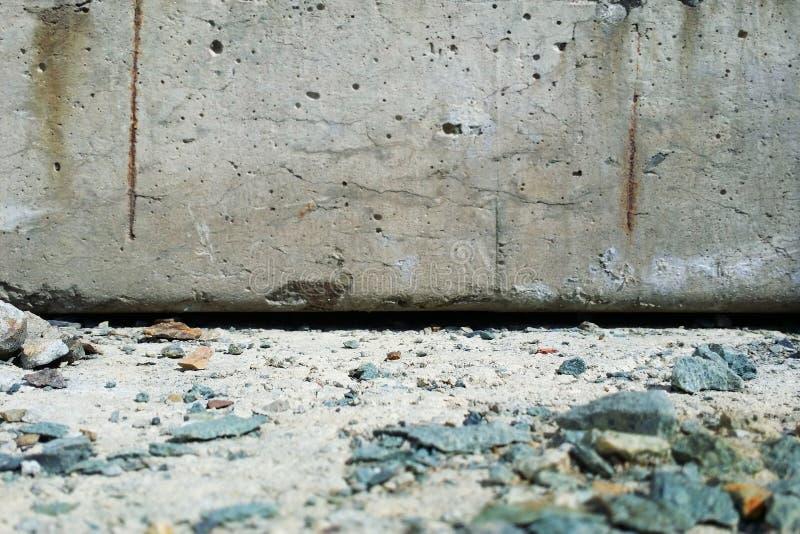 Расплывчатая серая предпосылка цемента для текста продуктов дисплея стоковое фото rf