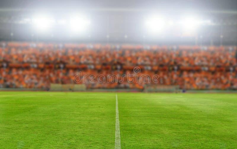 Расплывчатый и мягкий фокус футбольного поля футбольного стадиона и арены стоковое фото rf